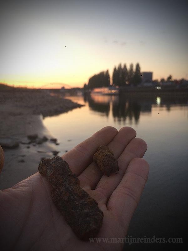 granaatscherf oever oude brug sept18.jpg